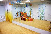 Комната для комфортного ожидания малышами в детском медицинском центре (детской поликлинике)
